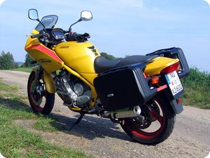 Yamaha XJ 600 S Diversion mit Koffern