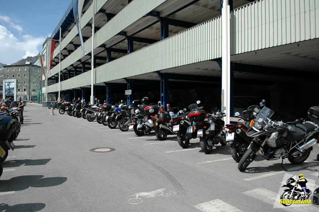 dürfen motorräder auf dem gehweg parken