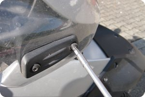 Windschild demontieren (T30 Torx)